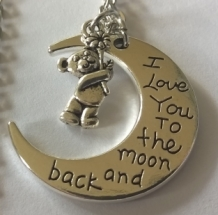 ketting met BEERtje en MAAN met tekst; I love you to the moon and back