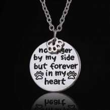 no longer by my side, but forever in my heart ketting met pootje